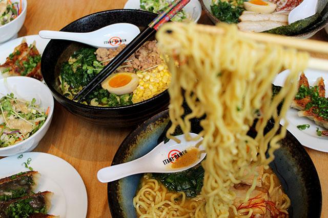 DandyEats-ItaniRamen-Noodle-Pull